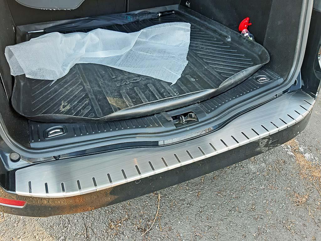 Alu Frost Kryt prahu pátých dveří Ford Mondeo IV 2007–10 Combi z nerezu (v. 2)