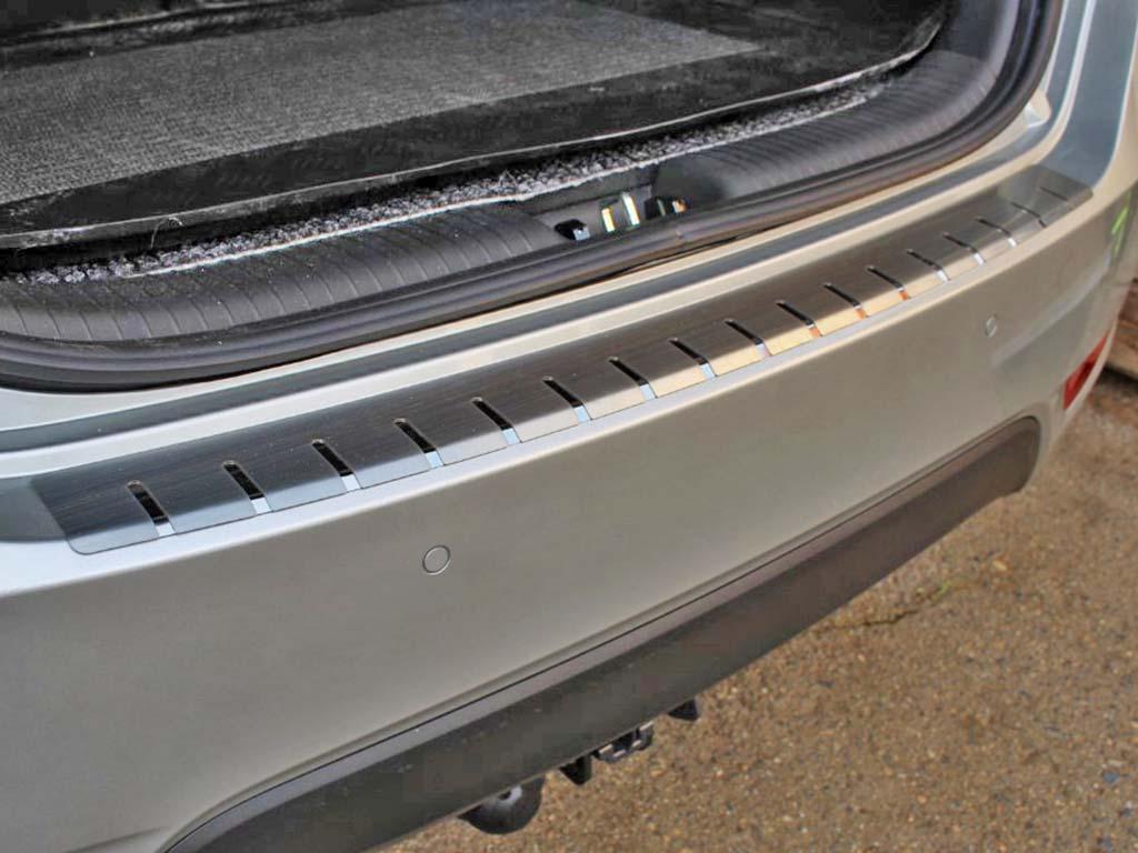 Alu Frost Kryt prahu pátých dveří Hyundai ix20 2010– z nerezu (v. 2)